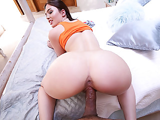 Young sizzling girl Jodi Taylor sucks on a hulky long cock